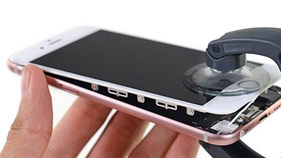 Tại sao nên đến Phonecare để thay kính iphone?